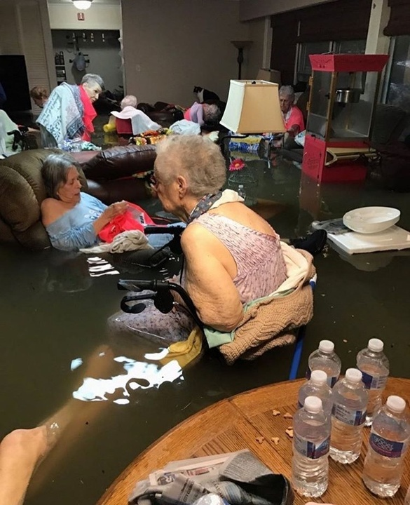 Houston-Hurricane-Harvey-flood-photos-La-Vita-Bella-Nursing-Home_170951